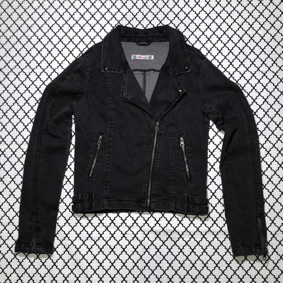 Hot Topic Jackets & Blazers - Hot Topic (Thread) Black Denim Zipper Jacket <3